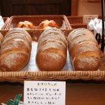 ベッカライ ヤキチ - ドイツコッペ 上質なライ麦粉を使用したハード系のパン。香ばしい香りがたまりません