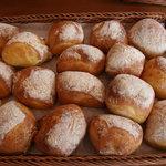 ベッカライ ヤキチ - チャバタ パスタを作る粉を使用するもちっとした、ハード系のパン