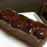 歐林洞 - 栗のパウンドケーキ。税込1400円。トップには栗の甘露煮が5個。