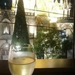 42172298 - セントグレース大聖堂と一緒にシャンパンで乾杯♪