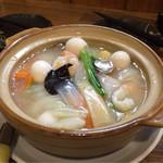 42172753 - 【中華風海鮮土鍋】(正式名称失念)具だくさんです。