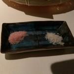 42173238 - ワイン塩とトリュフ塩