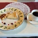いやしの風 - 料理写真:温かいワッフルとチーズケーキ。