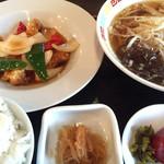 寿飯店 - 日替りランチは酢豚とラーメンセット。