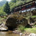 やまめ料理阿瀬 - 阿瀬渓谷に面したお店
