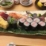 42180626 - 上寿司 2,100円。これにいくらが別盛りで付きます。