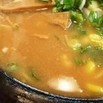 ラーメンハウスらいおん  - スープの表情 かなり濃く塩分過多