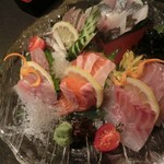 囲炉裏料理と日本酒スローフード 方舟 - お刺身の盛り合わせ