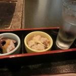 囲炉裏料理と日本酒スローフード 方舟 - お通し(日本酒付き)