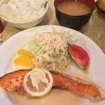 マドンナー - サーモンステーキ   ランチは飲物付きで700円