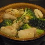 肉バル DENNER-ROIN - 大和鶏とブロッコリーのアヒージョ