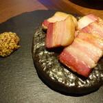 42182522 - ホエー豚の熟成石焼きベーコン(1350円)