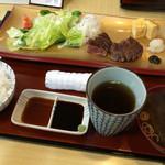 42182665 - 和牛サーロイン御膳〜!                       タレは2種類あります。