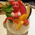 42184088 - 新鮮な野菜スティック モモちゃん乗せ(笑)