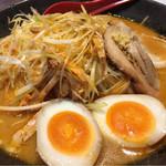麺屋 國丸 - 北海道百年味噌  肉ネギラーメン  煮卵トッピング