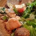 42185626 - 唐揚げ、コロッケ、白和え、蒟蒻ゆず味噌合え、豆腐とトマトのサラダ、生野菜