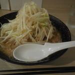大虎 - ラーメン ¥650- 野菜多め
