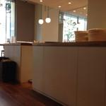 ミライスト カフェ&キッチン - お冷はカウンターでセルフ