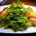 シュリンプ ガーデン - (2015/9/23)天使の海老のサラダはパクチー、ナンプラーなどの葉野菜とニューカレドニア産天使の海老の旨みの絶妙なマリアージュ~❤
