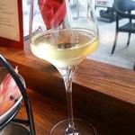 シュリンプ ガーデン - (2015/9/23)生ワインはカリフォルニア産の白。仄かな酸味と甘味の口当たりの良い一杯(^^)v