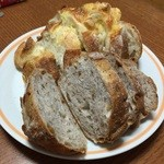 42188547 - チーズフランスとくるみのパン