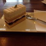 パティスリー ヴィオレット - ブルーベリーのレアチーズケーキ