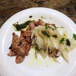 ビストロ アンコニュ - 知覧鶏のムネ肉の炙り