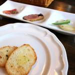 イタリア料理 B-gill - ランチ前菜、ガーリックトースト