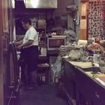 男の手料理 膳 - オープンカウンター内のキッチン