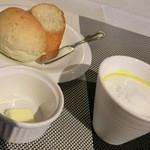 キャトルフィーユ - ランチのスープとパン