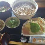 42191158 - 天ぷらそば 炊き込みご飯セット1190円