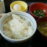 なか卯 - 料理写真:朝まぜごはん牛小鉢定食350円(税込)