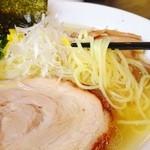 42194356 - 「黄金塩そば」の麺