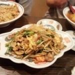らーめん 仁 - 野菜爆裂卵海鮮肉炒め