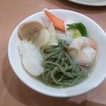 42195422 - 【料理長特製】                        薬膳海鮮ヒスイラーメン(麺)