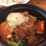 42197759 - とろとろ!牛肉と彩りお野菜のストウブ鍋 〜温玉と八丁味噌のデミグラスソース〜 十六穀米 (¥1,450)