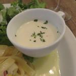 42199326 - パスタ・ランチ:野菜とベーコンのレモンクリーム・ソースのパスタ、キャロット・ラペ、グリーン・サラダ、玉ねぎと牛乳のスープ4