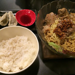 karajishi - 冷やしとろとろなんこつ辛麺(旨辛の赤)、しそギョーザセット、麦めし(中)