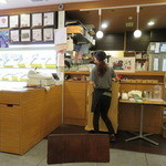 ミキ フルーツ カフェ - 果物のいい香りが漂う店内1