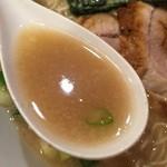 らーめん専門店 小川 - 13時間炊いた豚骨スープにカエシのチューニング。