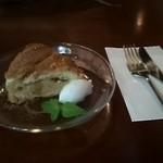 緑蔭洞 - 毎回ケーキやタルトがおいしい。自家製だから売り切れ御免らしく早い者勝ちかも~♪