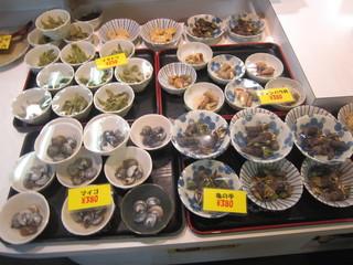 珍味堂 ひろめ市場 - ショウケース型冷蔵庫の中(その1)