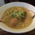 ラーメン ロケットキッチン - トリ塩パイタン<半熟煮玉子入り>(800円)