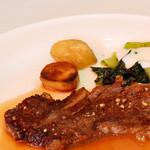 レストラン エピファニー - 牛ロースのステーキ。自然塩風味