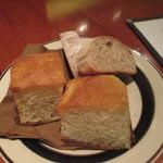 タクティー - ◇自家製フォカッチャとライ麦パン