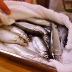 42215945 - ピチピチの新鮮な生き鮎