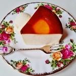 42217492 - 『チーズケーキ』!このお店の一番人気のケーキだぁ~♪(^o^)丿