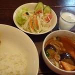 マイティガル - ◆野菜カレー(800円)・・ご飯は少な目にして頂きました。 ラッシーはランチ時には付くのかしら、サービスかもしれません。