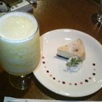 チコラカフェ - パイナップルフローズン NYチーズケーキ