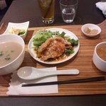 42235245 - 日替りランチ(油淋鶏)千円税込 油淋鶏、お粥、スープ、ドリンク付